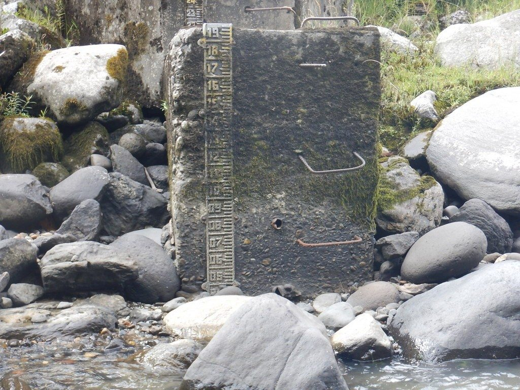 Flow gage on the Rio Quijos below the Rio Cosanga